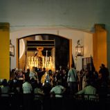 Madre de Dios María de la Salud en su Soledad apareciendo por la puerta de San Agustín, momentazo de esta Semana Santa de Linares 2015