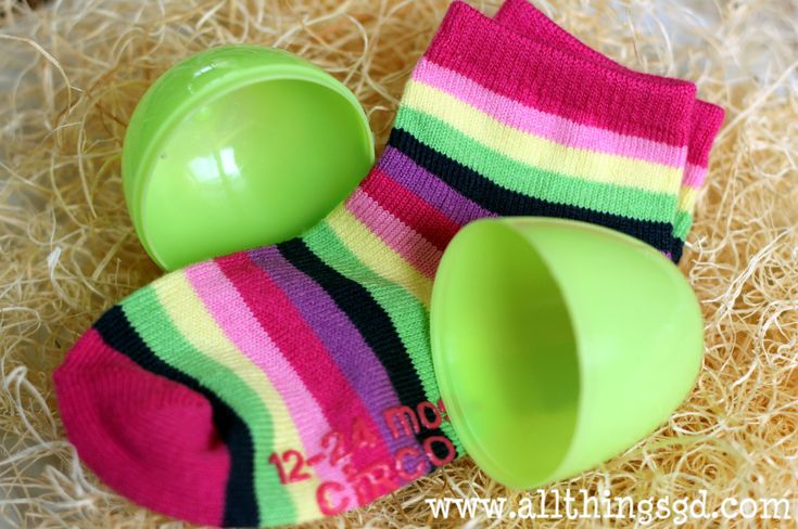 20 Easter egg fillers for toddlers that aren't candy–great list.