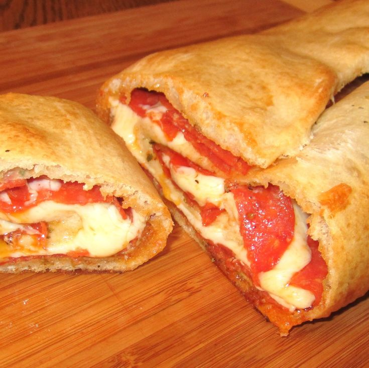 how to make pepperoni rolls with pizza dough