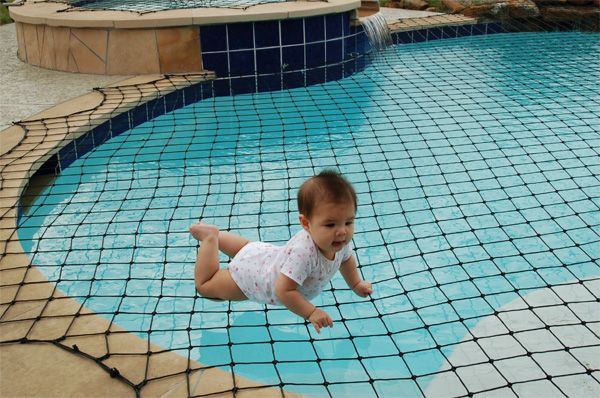 swimming pool safety net… i would lay on that to tan :O