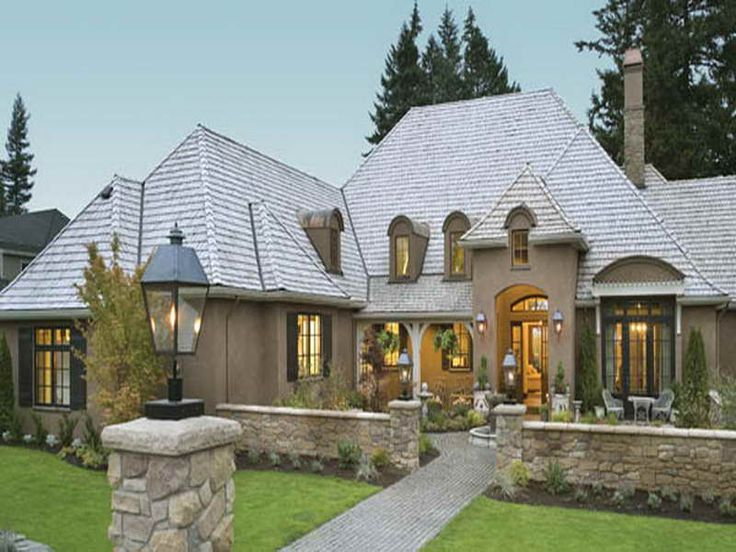 Cottage Style Single Story Home Exterior