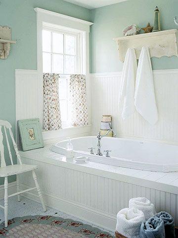 Baño en mint y blanco