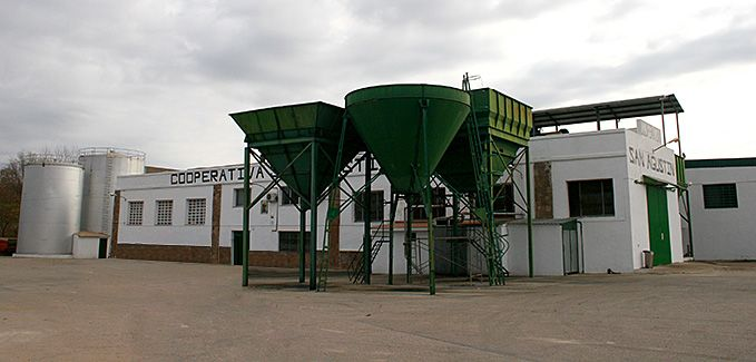 Fachada de las modernas instalaciones de la Cooperativa San Agustín