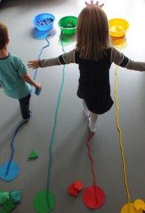 Resultado de imagen para niños siguiendo líneas de colores en el suelo