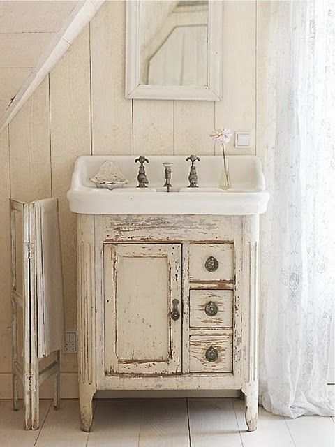 Love This Sink Nice Farmhouse Bathroom With Stand Alone