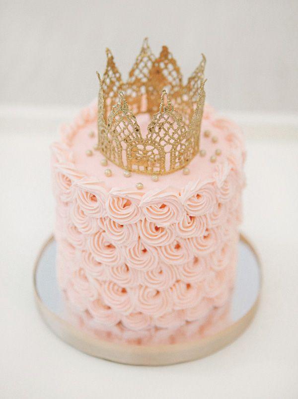 Ddorable pink swirl birthday smash cake.