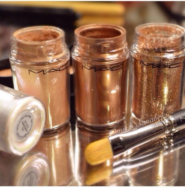 MAC pigments left to right in Blondes Gold Rose Gold