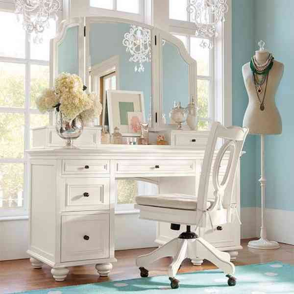 The 25 Best Ideas About Bedroom Vanity Set On Pinterest Makeup Rooms Tables And Desk
