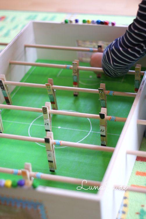** LunaJu **: **** Fuballstadion fr die Jungs- ich habe einen Kicker gebaut :)