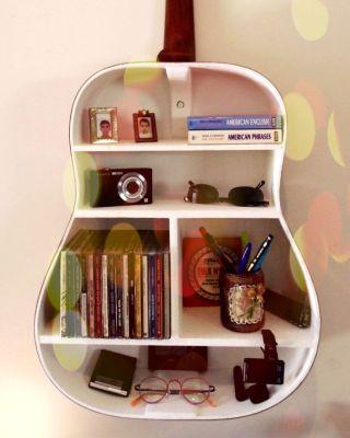 Resultado de imagem para livros decoração violão