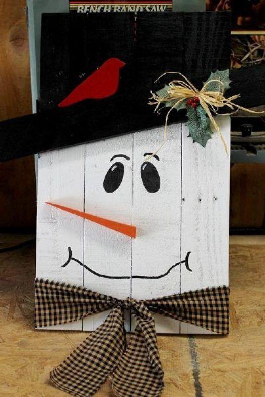 DIY Pallet Snowman