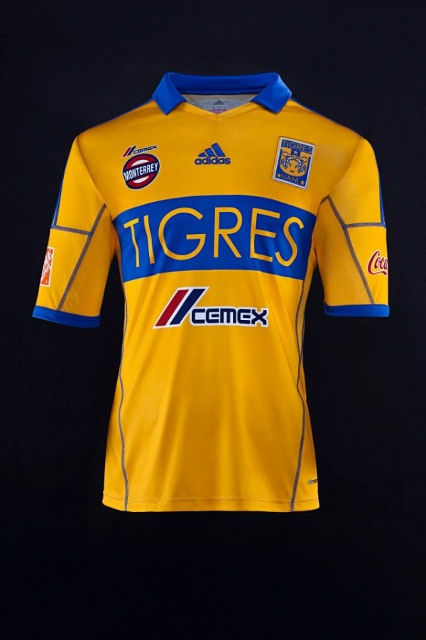 It is the shirt of tigers, yellow with blue, has the coat ...