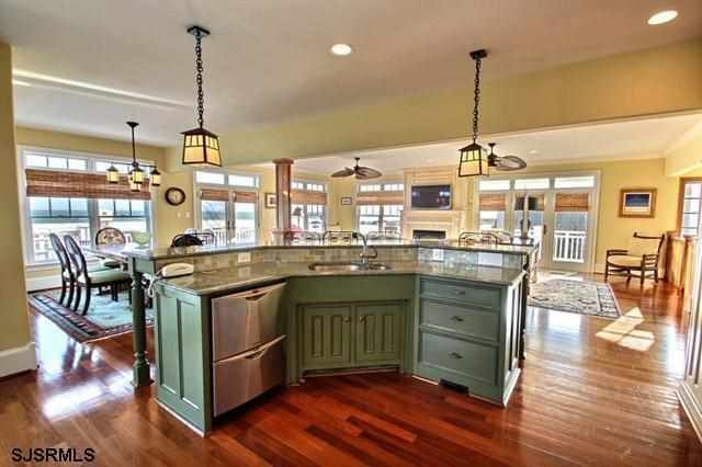 1000 images about kitchen islands and design ideas on pinterest kitchen benches gray island on t kitchen layout id=19171