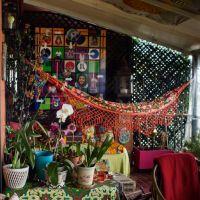 お宅拝見:南米の南国風なアートコレクターの部屋