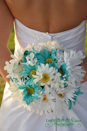 Aqua Amp White Daisy Bouquet Absolutely Perfect The Day