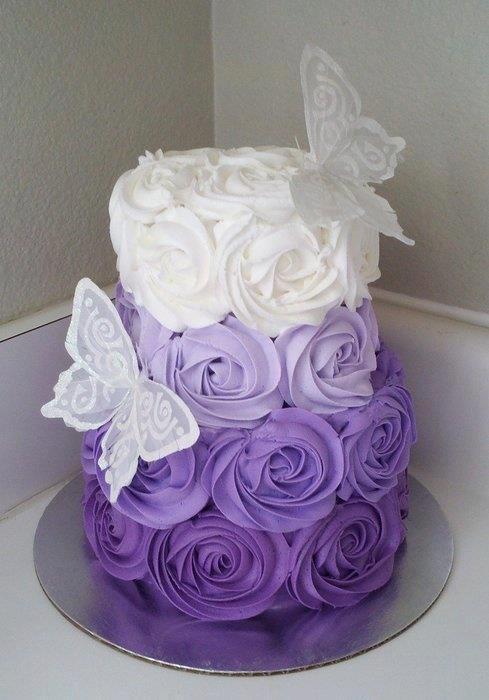 Bridal Cake Purple Amp White Roses Wedding Cake Bridal Wedding Weddingcake Cake Violet