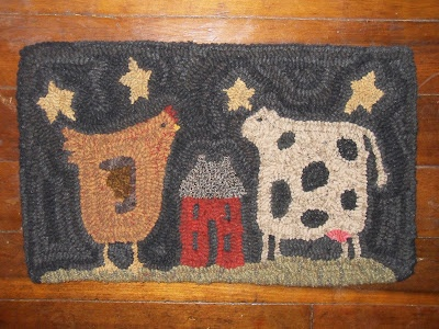 A Rooster A Cow And A House All Hooked In A Rug Woolens Pinterest Love It Rugs And Cow
