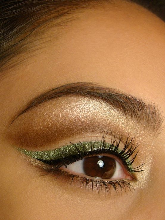 exactly how i want my eyes for prom.. but silver instead of green