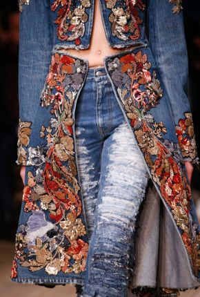 Alexander McQueen Spring 2016 Ready-to-Wear Fashion Show Details: