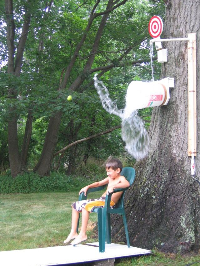 DESIGN^joint and muscle | a do-it-yourself Dunk Bucket that adds laughter to the list of body benefits. DIY Outdoor Games - the Happy Housewife