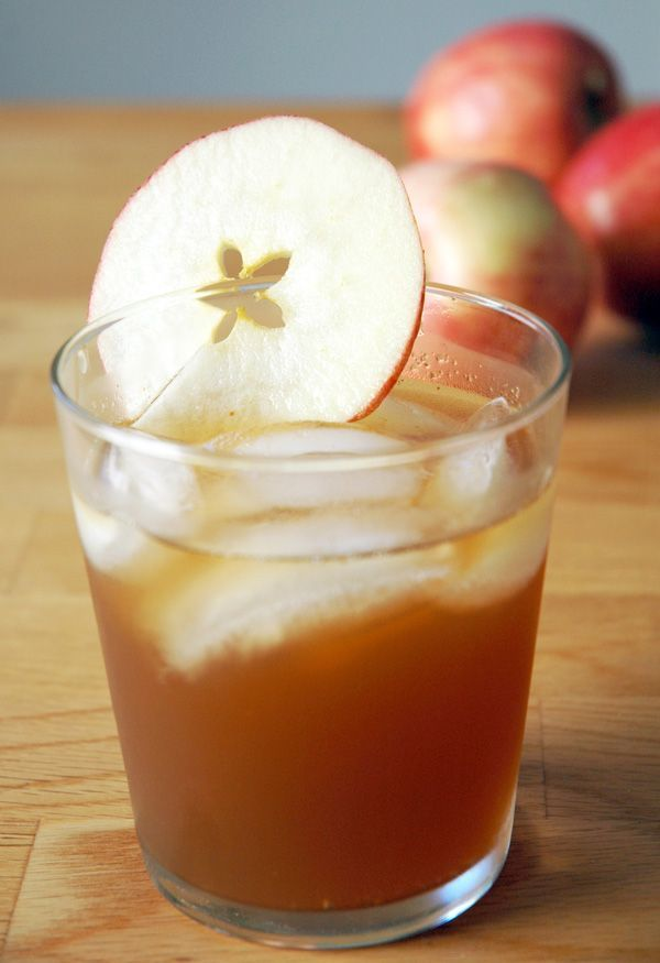 Fall cocktail – 2 parts ginger ale, 2 parts fresh cider, 1 part bourbon. Great simple cocktail! Refreshing and easy to make.