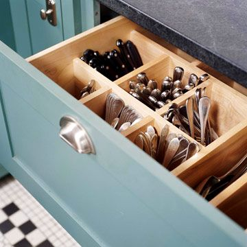 Vertical silverware drawer… Now this makes so much more sense….