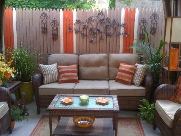 Small Back Porch Decorating | Small Inner City Patio ... on Small Back Deck Decorating Ideas id=73787