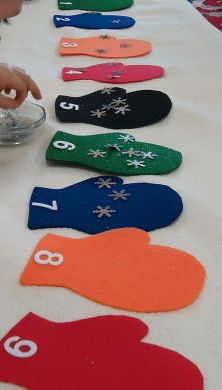 Mittens and snowflakes counting