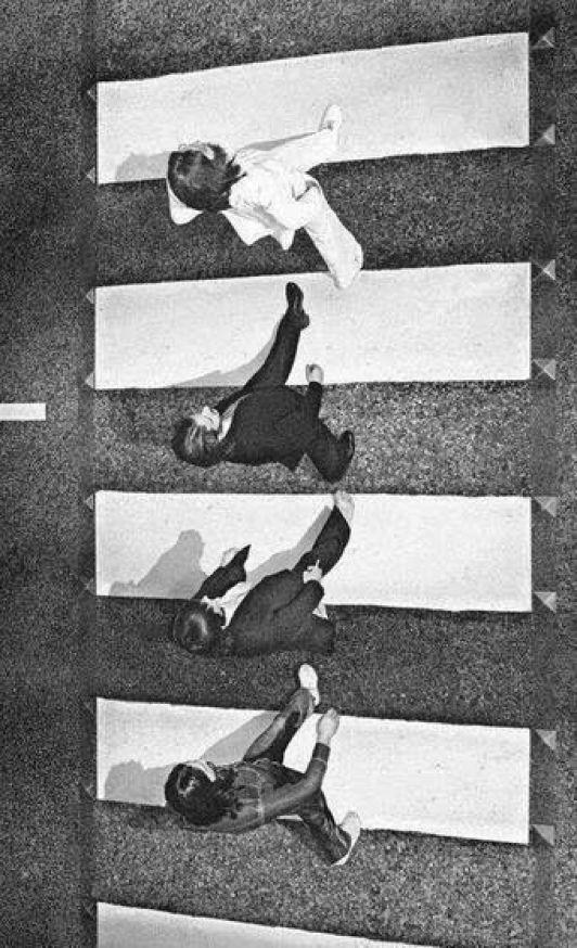 Fotos Historicas : The Beatles crossing Abbey Road, 1969: