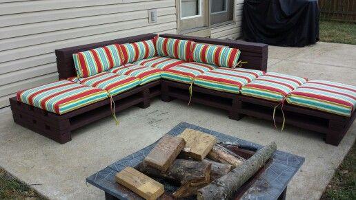 DIY Pallet Seating.