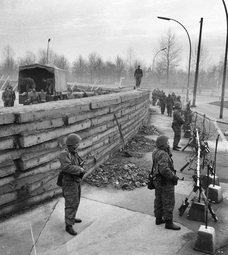 301 best images about cold war on pinterest berlin on berlin wall id=24065