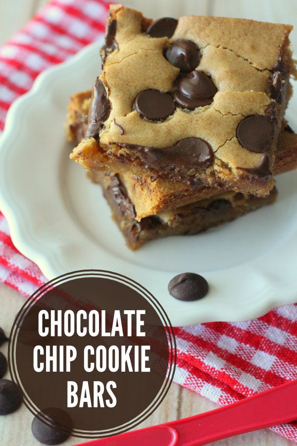Chocolate Chip Cookie Bars (aka Pan Chewies) – our familys go-to Sunday Night Dessert! #cookiebars