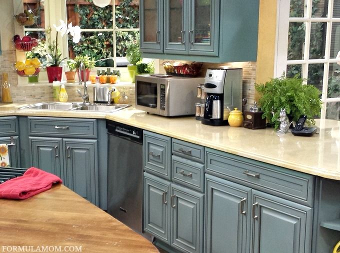 visiting the set of abc family s melissa joey abcfamilyevent melissaandjoey dining on kitchen cabinets color combination id=44968
