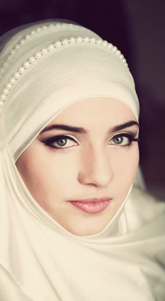 Lovely pearls glam up a simple hijab