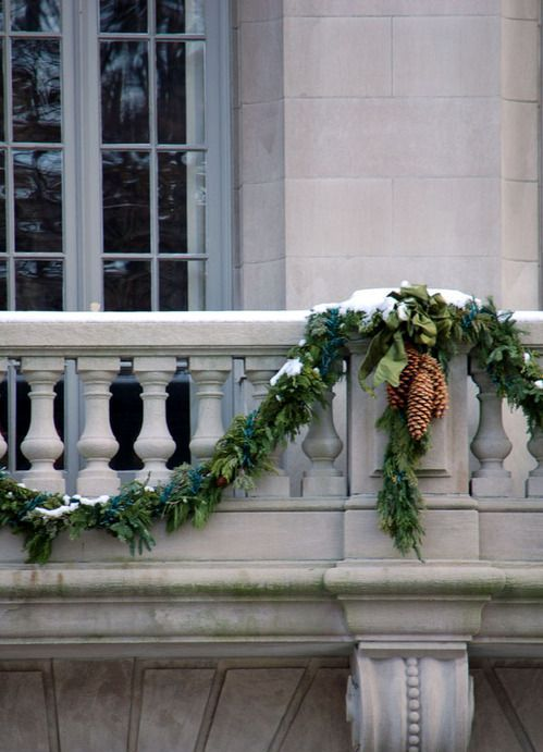 242 best images about the christmas balcony on pinterest balcony ideas apartment balconies on christmas balcony decorations apartment patio id=69247