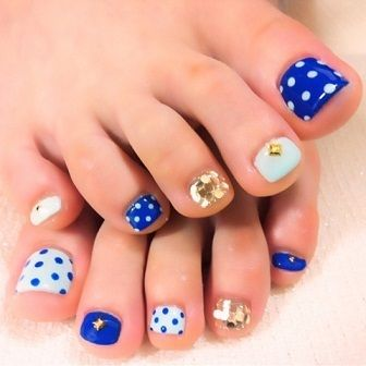 Blue & white polka dots with gold detail Toe nail art pedicure