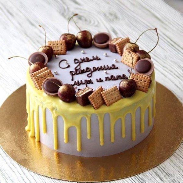 Торт, украшенный сладостями: интересные идеи