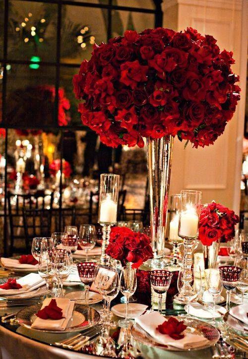 Arreglo de mesa en rojo y blanco: