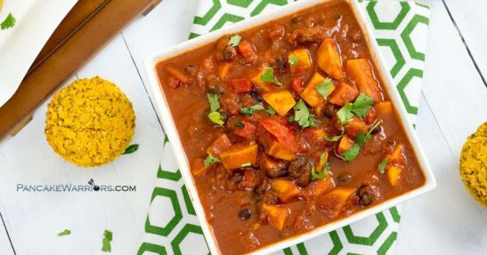 Quick and easy, this healthy sweet potato black bean chili is the perfect way to warm up this winter. This simple recipe is ready in just 30 minutes. Vegan, gluten free and low fat. | www.pancakewarriors.com:
