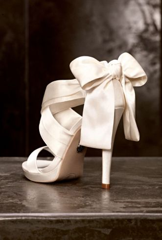 White by Vera Wang Bow Pump Heels