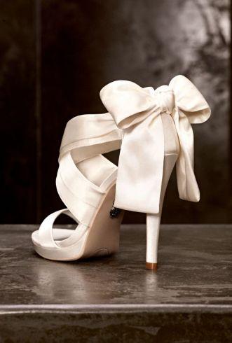 White by Vera Wang Bow Pump Heels