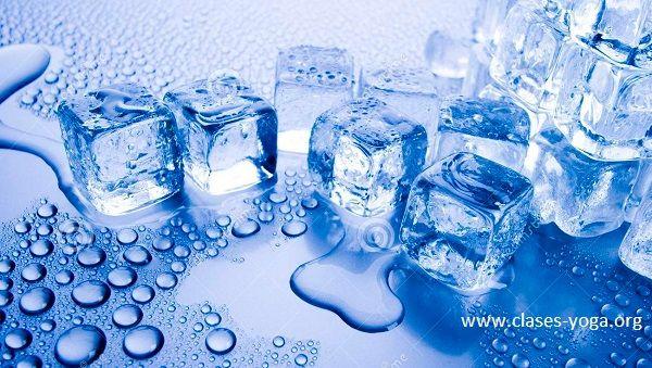 beneficios del hielo, beneficios del hielo en la cara, beneficios del hielo en la piel, beneficios del hielo en el cuerpo, remedio casero con hielo, cubos de hielo, cubitos de hielo, tratamiento con hielo, punto feng fu, hieloterapia,