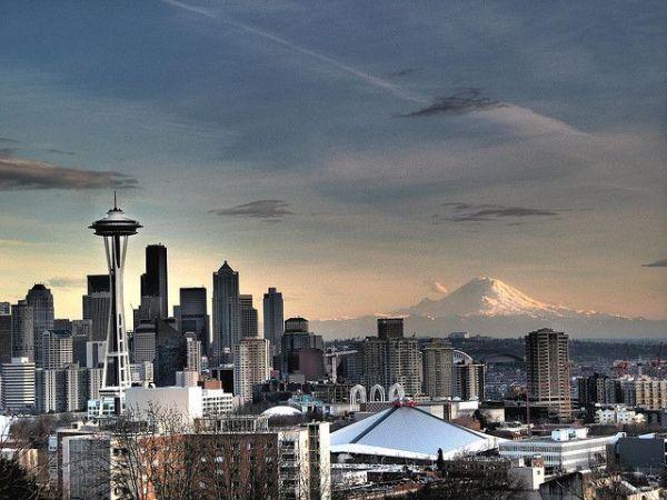 Best 20+ Seattle skyline ideas on Pinterest   Seattle in a ...