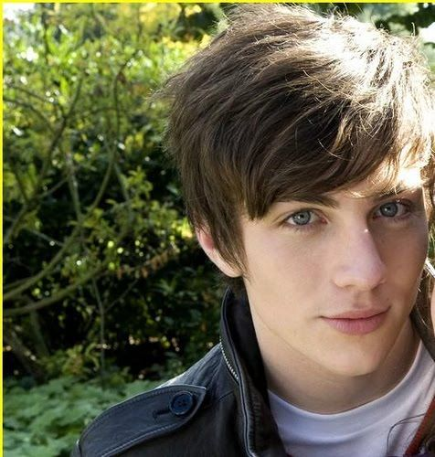 Aaron Taylor-Johnson - see the movie Angus,thongs and ...