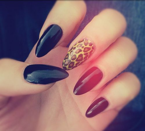 Im not a fan of the stiletto nail but i love these stiletto nails black and leop