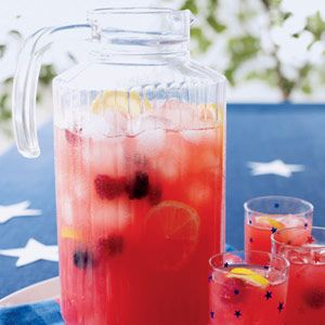 Berry Lemonade – It's yummy! Traditional lemonade with raspberries and black