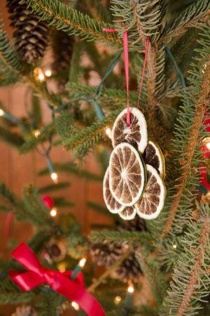25 Best Ideas About Victorian Christmas Tree On Pinterest