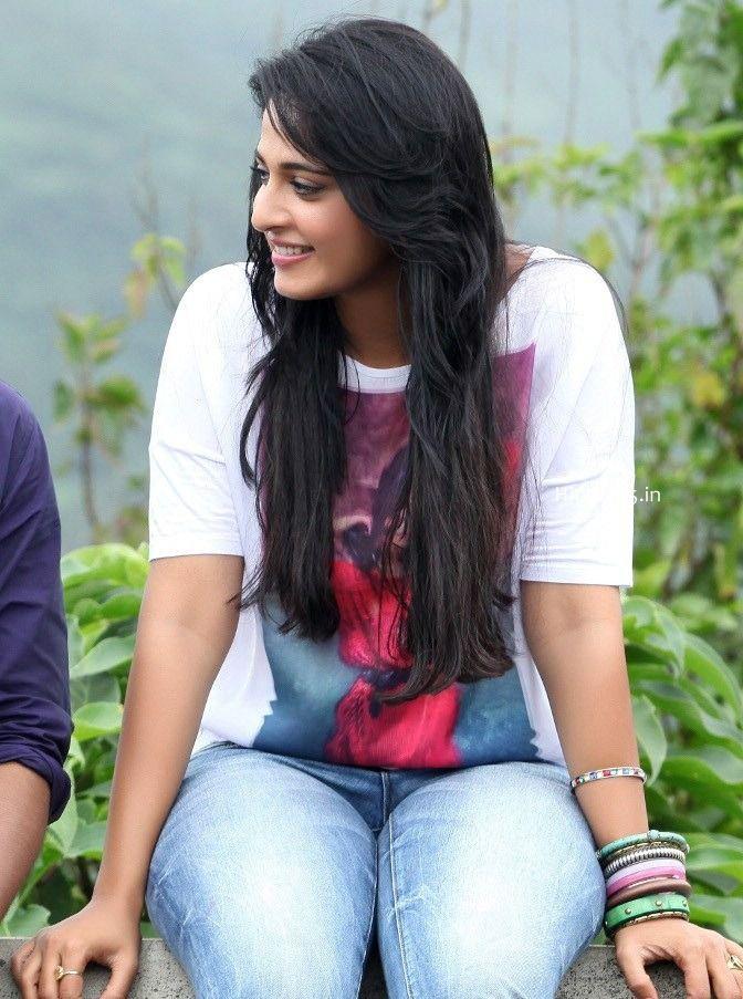 Telugu Movie Actress Anushka Shetty In Tight Jeans