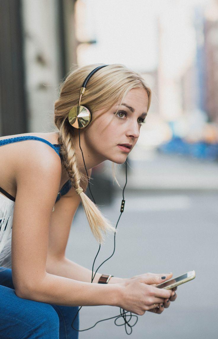 Louisa Wendorff Rocks FRENDS Layla Headphones In Black