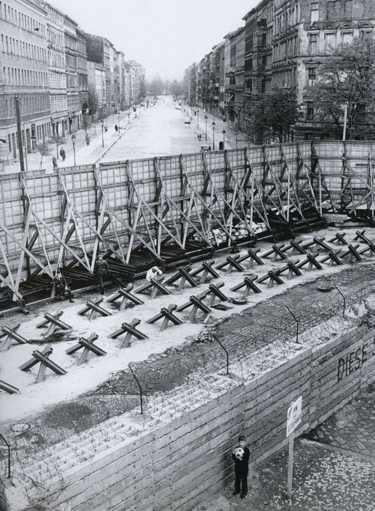 17 best images about east germany escape and daily life on berlin wall id=11757